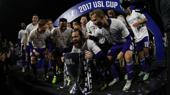 Louisville-Trophy1113_large